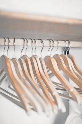 Leere Kleiderbügel
