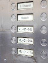 Klingelschild mit Apartment-Nummern