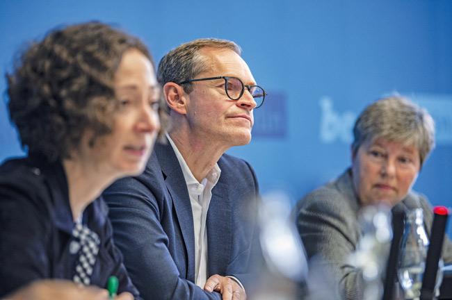 Regierender Bürgermeister Michael Müller mit Ramona Pop und Katrin Lompscher
