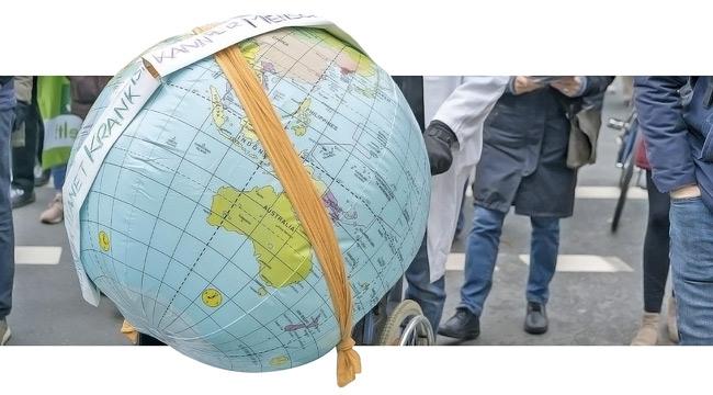 Protestaktion mit ,kranker' Weltkugel