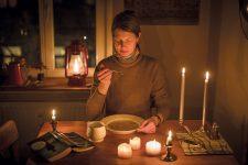 Essen bei Kerzenlicht