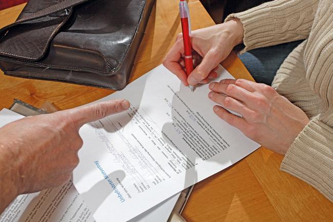 Unterschreiben des Mietvertrags