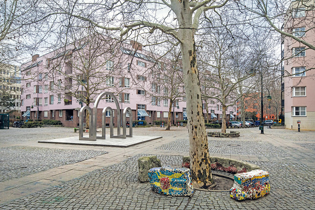 Platzgestaltung im QM-Gebiet Werner-Düttmann-Siedlung