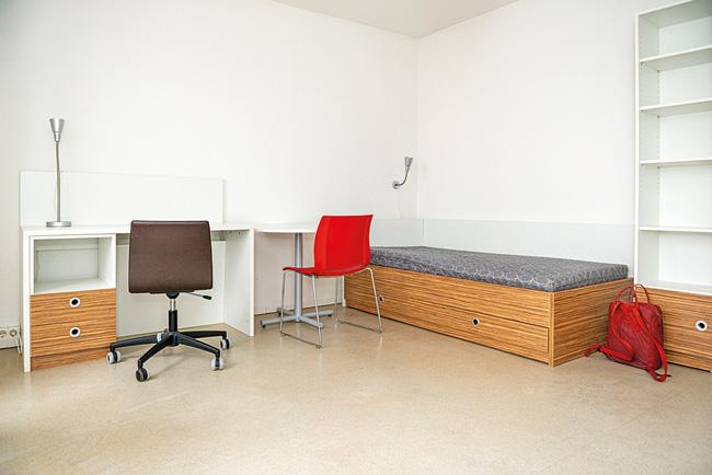 Möbliertes Zimmer im Studentenwohnheim