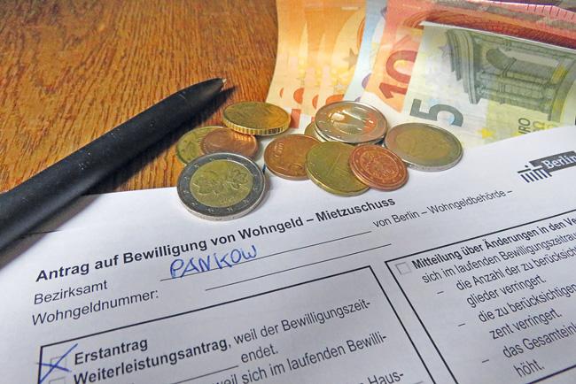 Wohngeldantrag, Geldscheine und Münzen