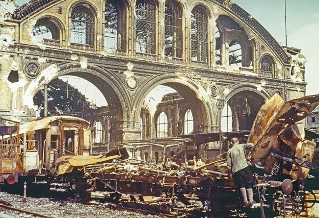 Ruine des Anhalter Bahnhofs im Mai 1945