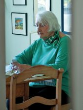 Einsame Seniorin