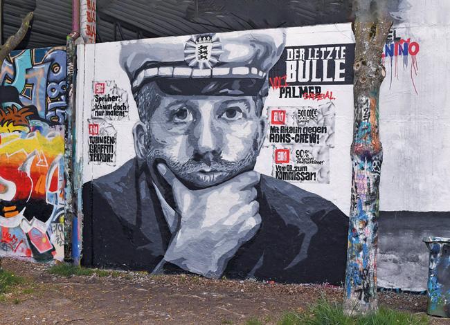 Boris Palmer als Polizist auf einem Wandgemälde