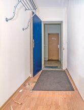 Flur und Blick ins Treppenhaus