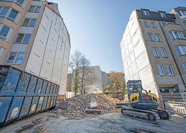 Baulücke nach Abriss in der Hermannstraße