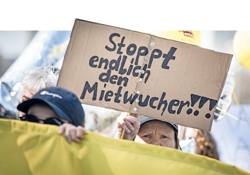Demoschild gegen Mietenwucher