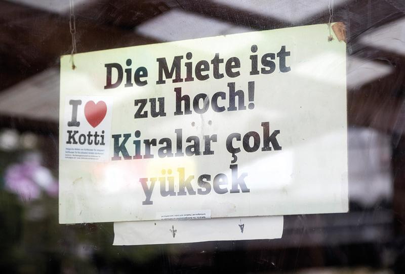 Plakat deutsch und türkisch gegen hohe Mieten