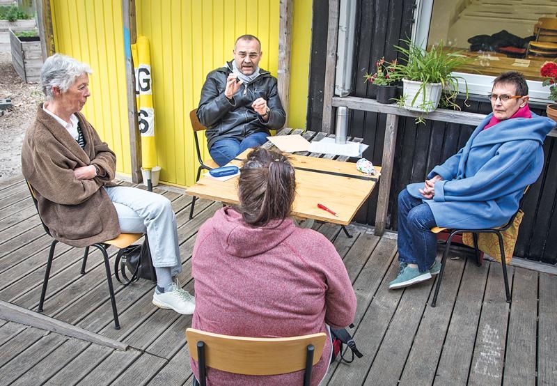 Mitglieder der Initiative im Gespräch