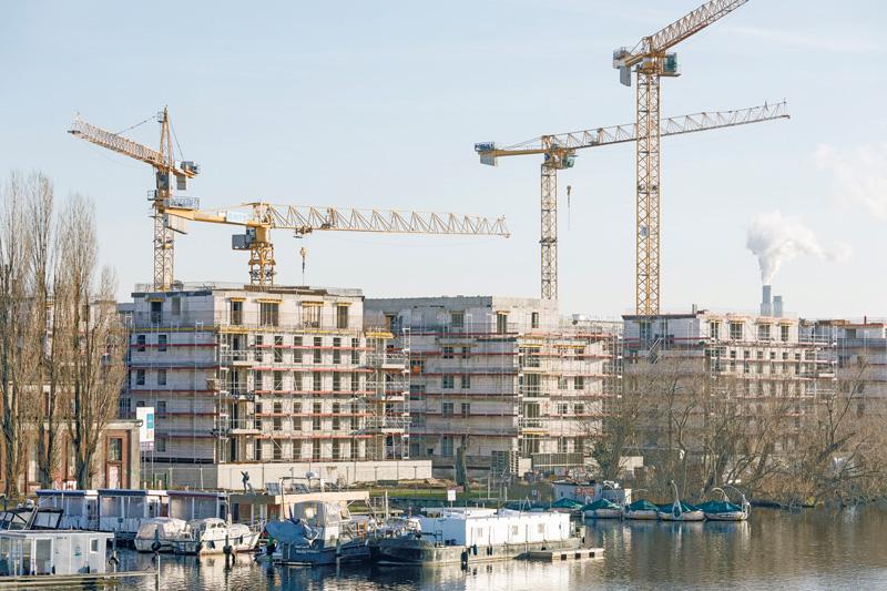 Neubauten und Baukräne in der Wasserstadt Spandau