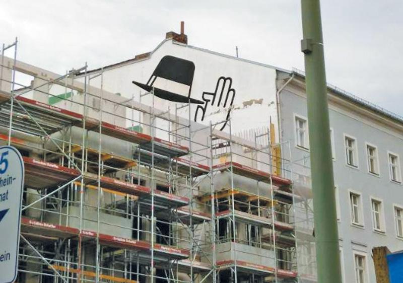 Leserfoto: Letzter Gruss mit gezogenem Hut an einer Hauswand vor Schließung der Baulücke durch einen Neubau