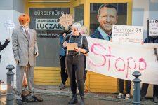 Protest vor dem Bürgerbüro von Jan-Marco Luczak