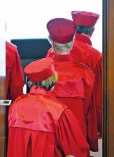Verfassungsrichter in ihren roten Roben