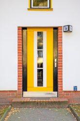 Gelbe Eingangstür
