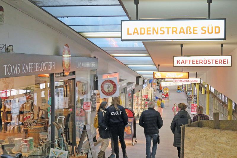 Ladenstraße im U-Bahnhof