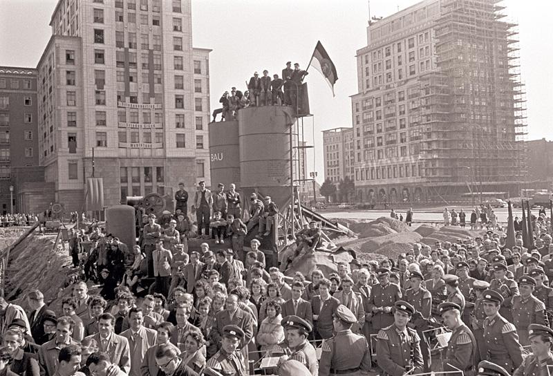 Grundsteinlegung in der Stalinallee