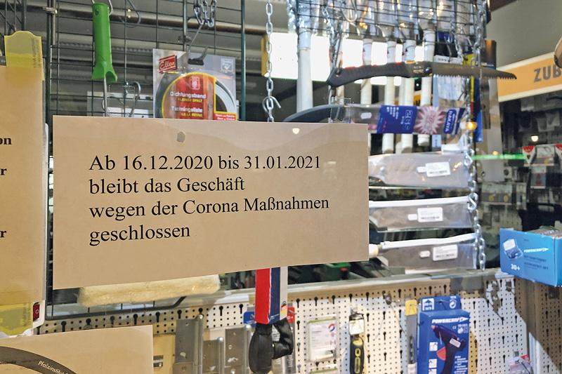 Hinweisschild auf geschlossenen Laden