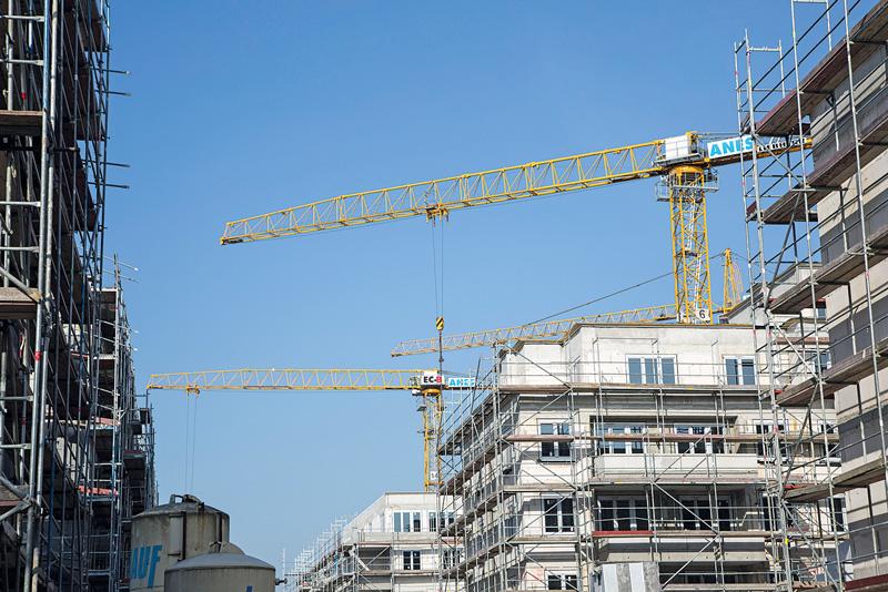 Rohbauten und Baukräne