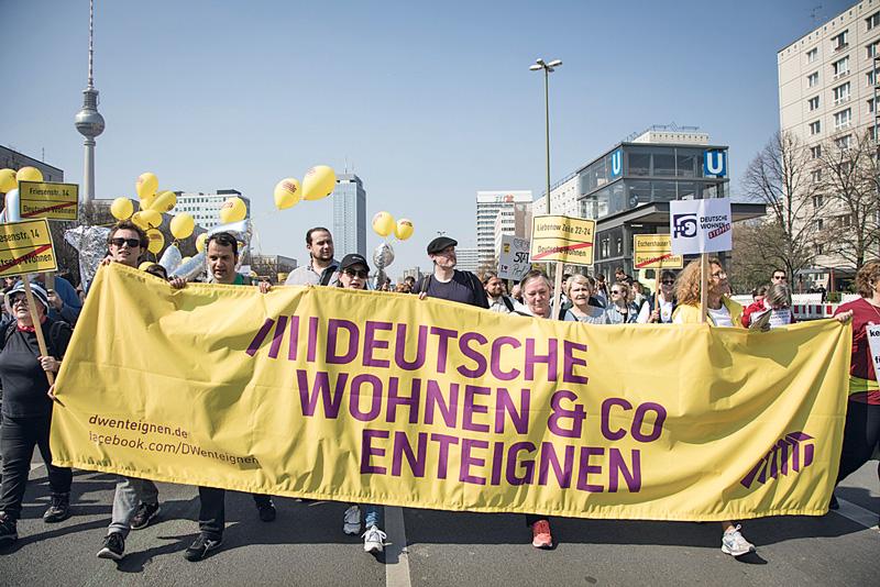 Banner ,DW enteignen' bei Demonstration