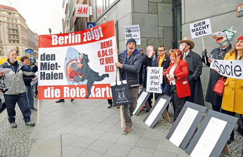 Protest gegen einen Immobilienkongress in Berlin