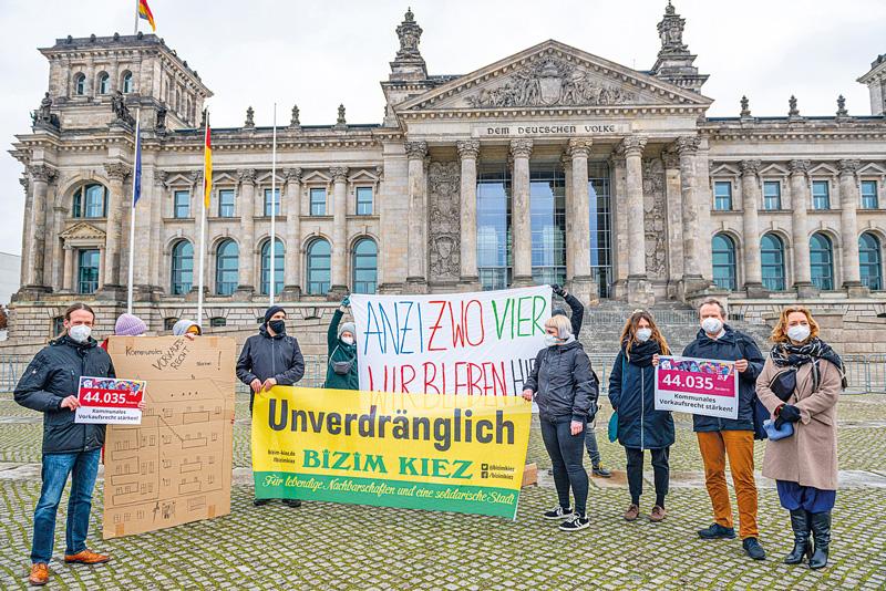Transparente vor dem Reichstag
