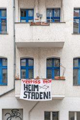 Transparent am Balkon: Verpiss dich Heimstaden!