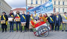 Unterschriftenübergabe zum bayerischen Mietenvolksbegehren