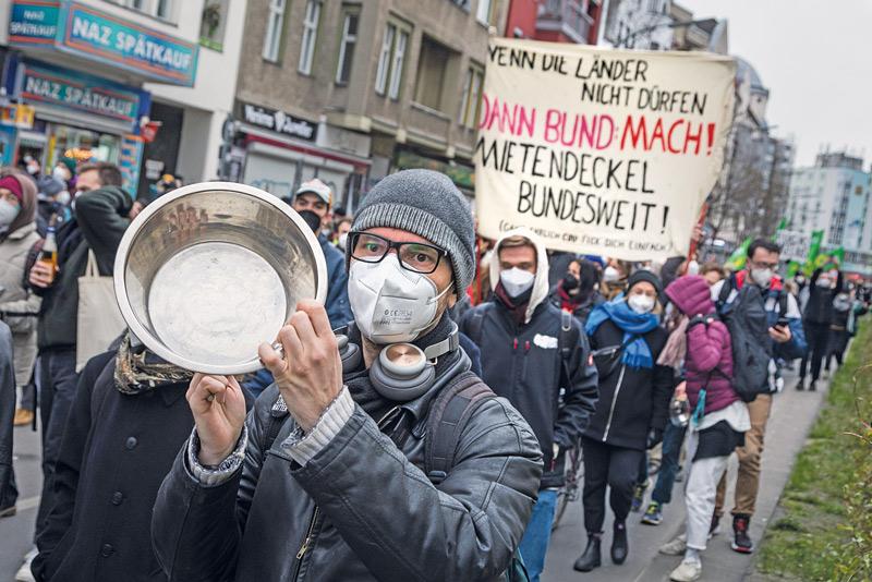 Demo-Teilnehmer am Abend nach der Bekanntgabe des Karlsruher Beschlusses