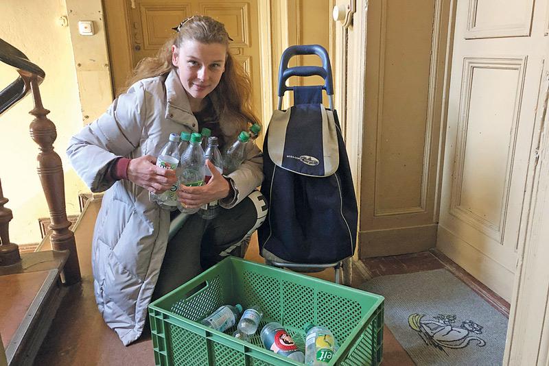 Pfandflaschen zusammensuchen