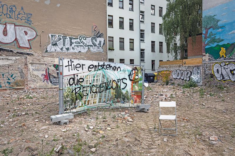 Baulücke mit Graffito: Hier entstehen die Reichenlofts