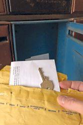 Schlüssel im Briefumschlag