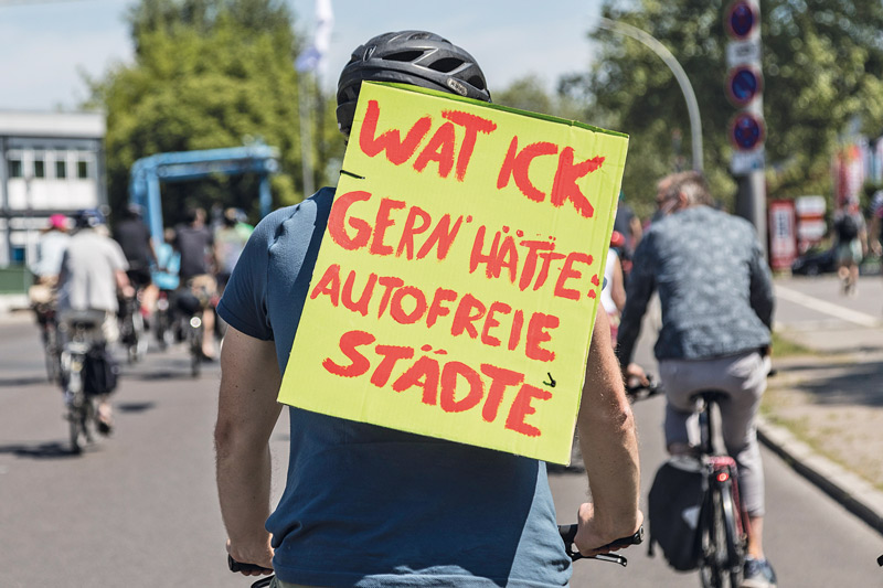 Fahrrad-Demo: ,Wat ick gern hätte: Autofreie Städte'