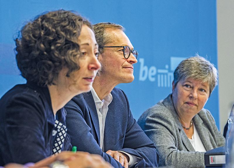 Ex-Senatorin Lompscher (rechts) mit Ramona Pop und Michael Müller