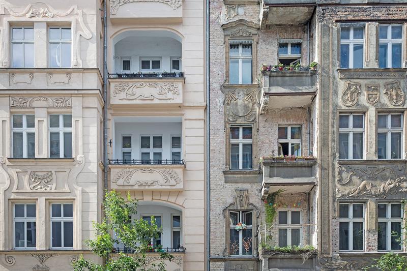 Stuckverzierte Altbau-Fassade