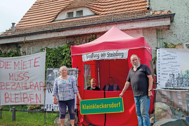 Brigitte und ,Dorfbürgermeister' Hartmut Lenz, Protestpavillon