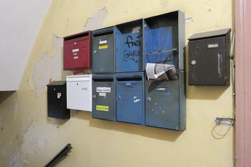 Verwahrloste Briefkästen